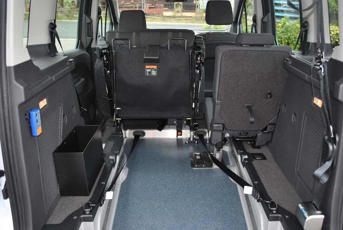 voiture avec transport d 39 une personne en chaise roulante acm mobility. Black Bedroom Furniture Sets. Home Design Ideas