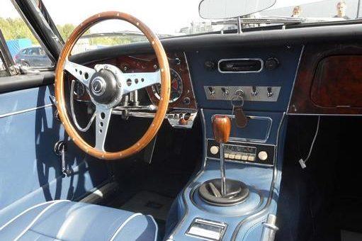 Ancienne voiture adaptée