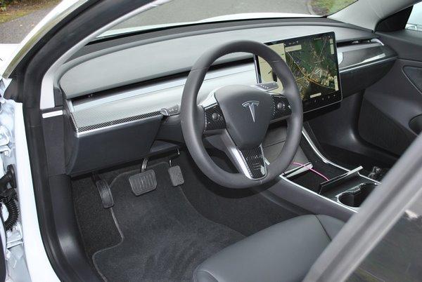 Véhicule Tesla adapté