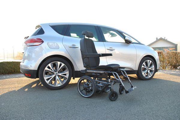 Chargement d'un fauteuil dans une Renault Scénic