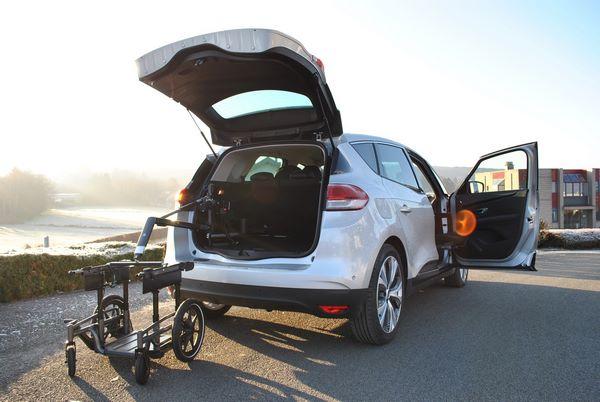 Transport de fauteuil roulant au sein d'une Renault Scénic