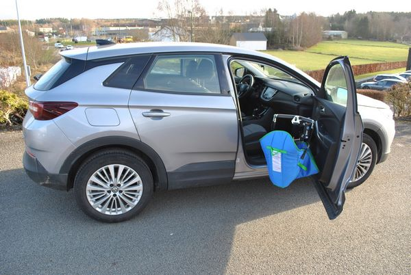 Entrée dans un véhicule Opel