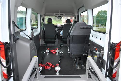 Plancher, arrimage et ceinture de sécurité