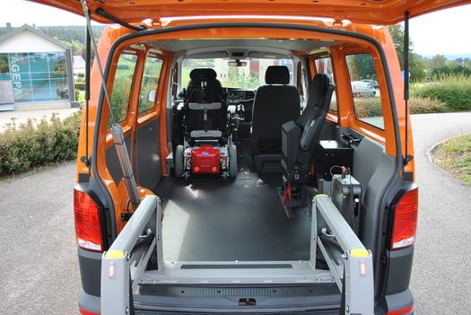 Accès à l'arrière du véhicule VW T6 via le lift