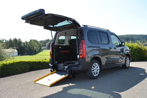 Transporter une personne en fauteuil roulant - Décaissement
