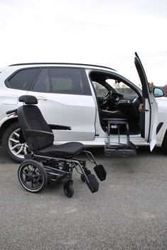 BMW X5 avec fauteuil et siège adaptés