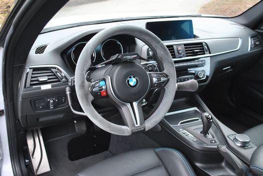 Véhicule BMW M2 adapté