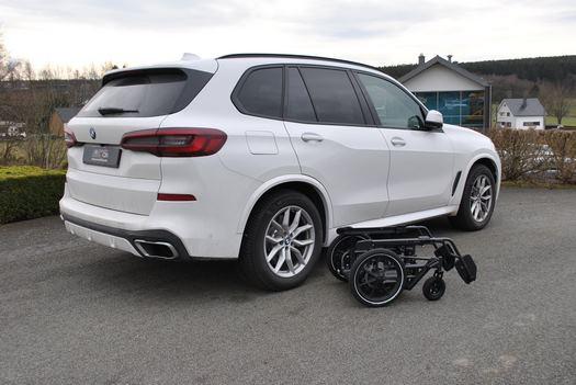 Véhicule BMW X5 avec adaptation du siège