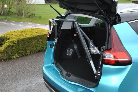 Grue de chargement de chaise roulante - Renault Grand Scenic